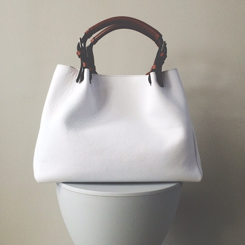I Don T Know About You But Think It S Quite A Challenge To Find Chic And Stylish White Bags Shoes So When Received This Beautiful Winter Via