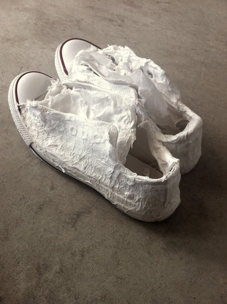 PREVENT SNEAKERS FROM YELLOWING AFTER WASHING WITH THIS TOP
