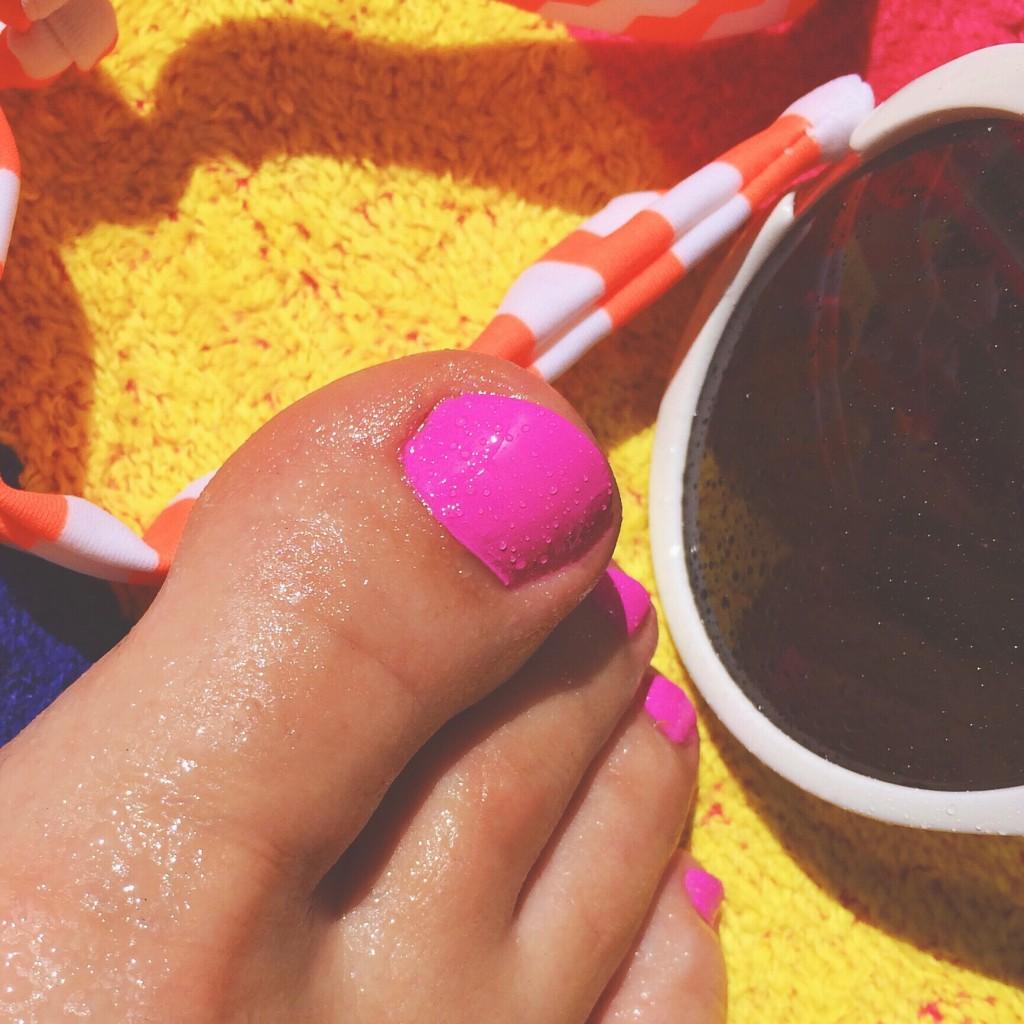 nails feet 1