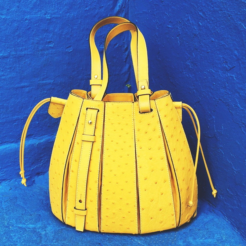 VLM-yellow bag