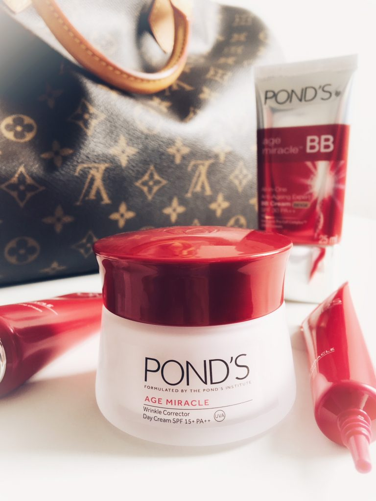 Ponds Age Miracle Skincare Review In My Bag I Really Love The Way This Day Cream Manages To Be Nourishing And Rich Without Any Oiliness Whatsoever It Has A Luxurious Velvety Feel Is